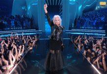 """Cyndi Lauper pide derecho al aborto durante su presentación en los """"VMA"""""""